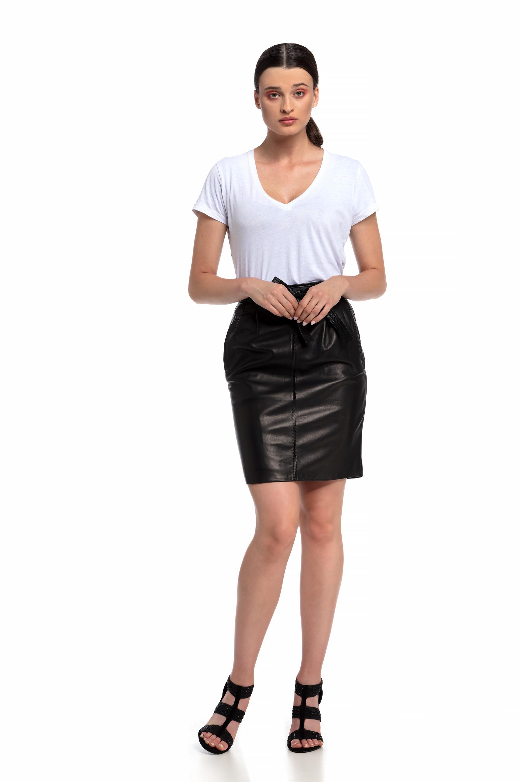 4bdc6873c6 Falda de Cuero. Un Outfit de Cómo llevar una Falda de Piel - Piel y Cuero